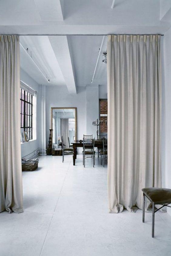 ผ้าม่านกั้นห้องสีเทา