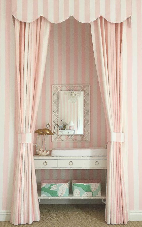 ผ้าม่านสีชมพูลายริ้ว