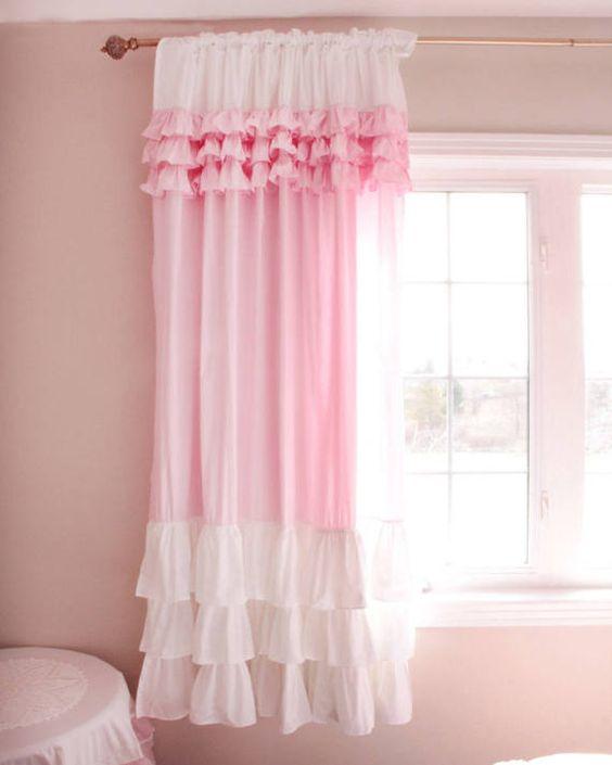 ผ้าม่านสีชมพู สวย มีเสน่ห์