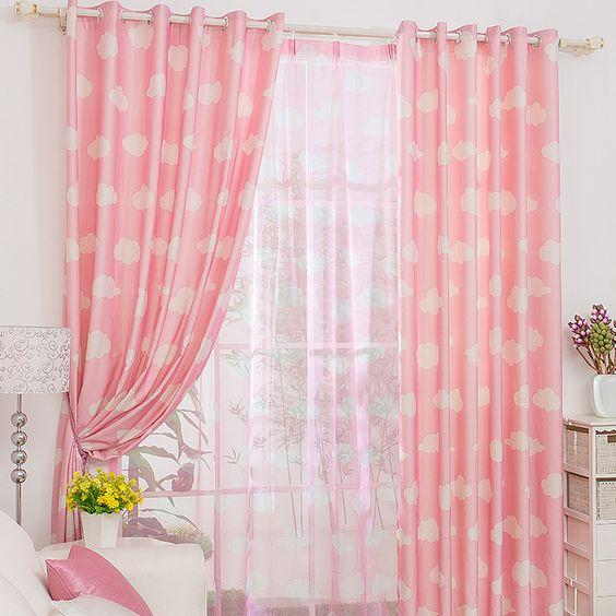 ผ้าม่านสีชมพู