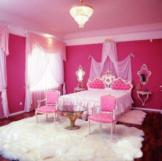 ผ้าม่านสีชมพู ผนังห้อง