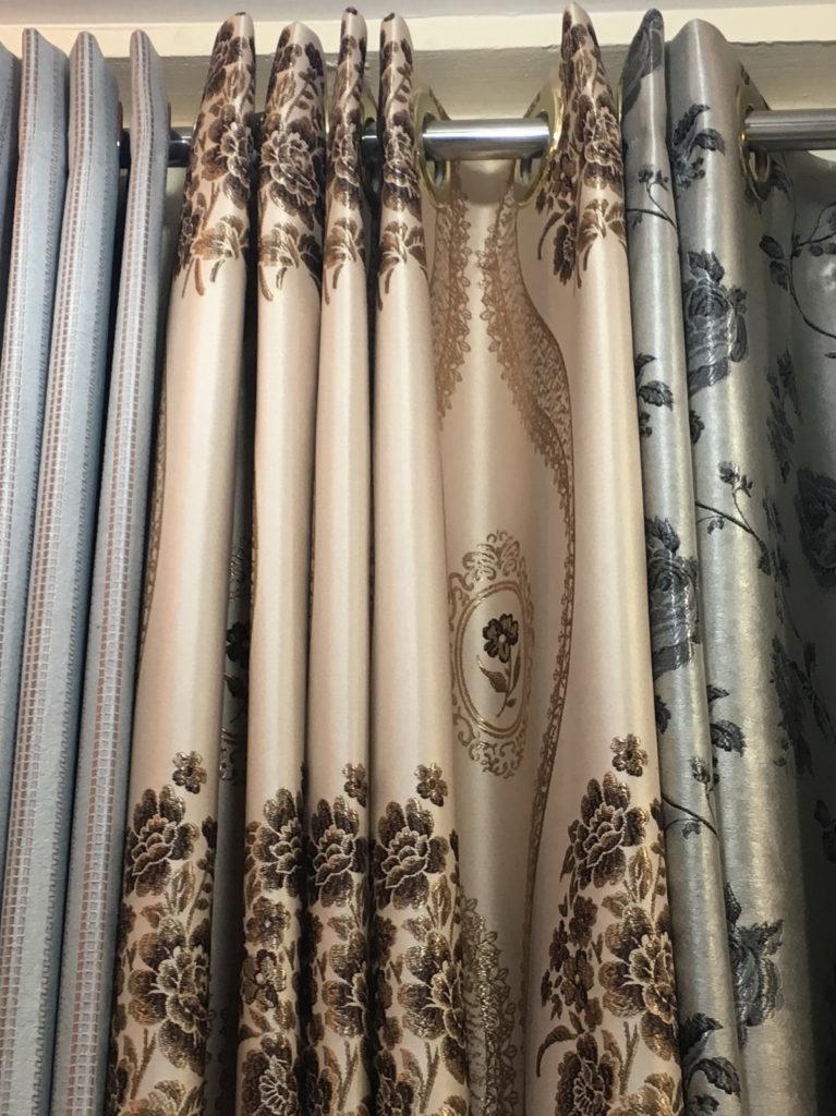 ผ้าม่านตาไก่ จัดลายให้เข้ากับลอน บริษัทผ้าม่าน Fabric Plus