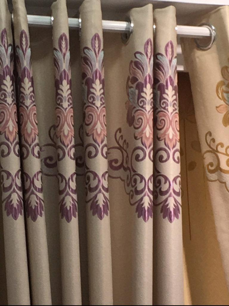ผ้าม่านตาไก่ ลายหลุยส์ สวย ลวดลายสีสัน ร้านผ้าม่าน